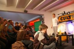 Sebastian Messerschmidt begrüßt Publikum, Photo: Christine Siefer